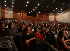 קובי אריאלי מחמם את הקהל